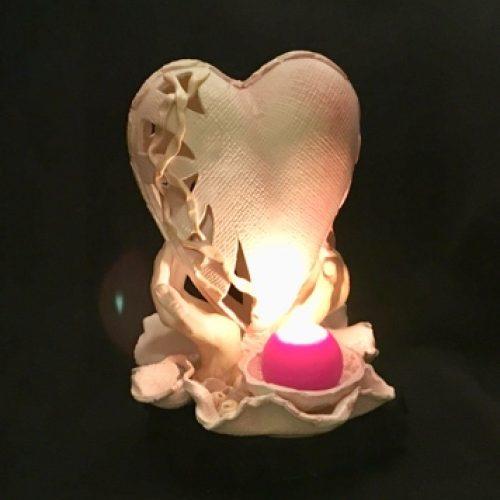 """""""Širdis delnuose"""" – žvakidė"""