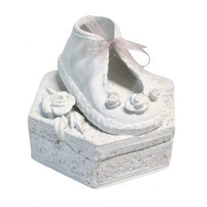 Balta dėžutė su rožyte ir batuku