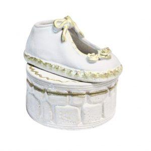 Balta dėžutė brangioms smulkmenėlėms su batukais